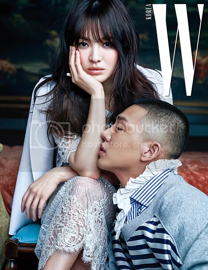 Yoo Ah In Graces The Cover Of W With Song Hye Kyo Talks