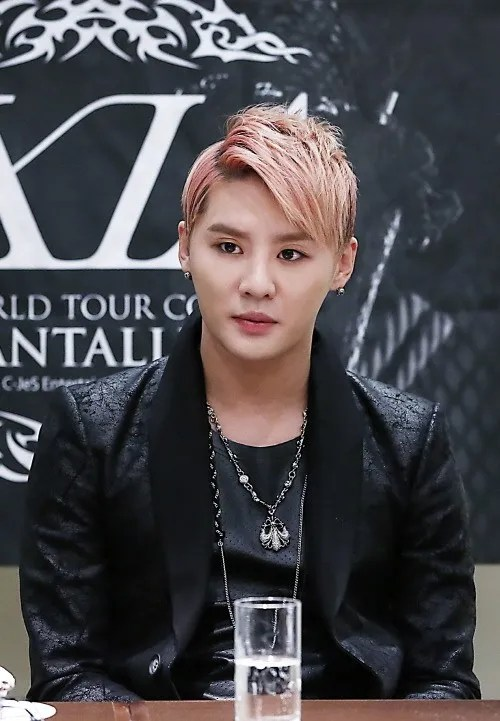 https://i2.wp.com/i1147.photobucket.com/albums/o550/JYJThree/2012/December/jyj-junsu.jpg