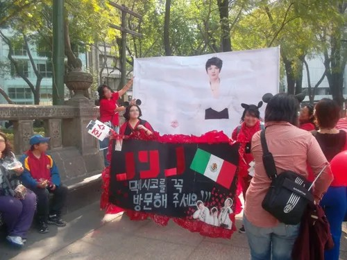 photo jyj-fans-in-mexico.jpg