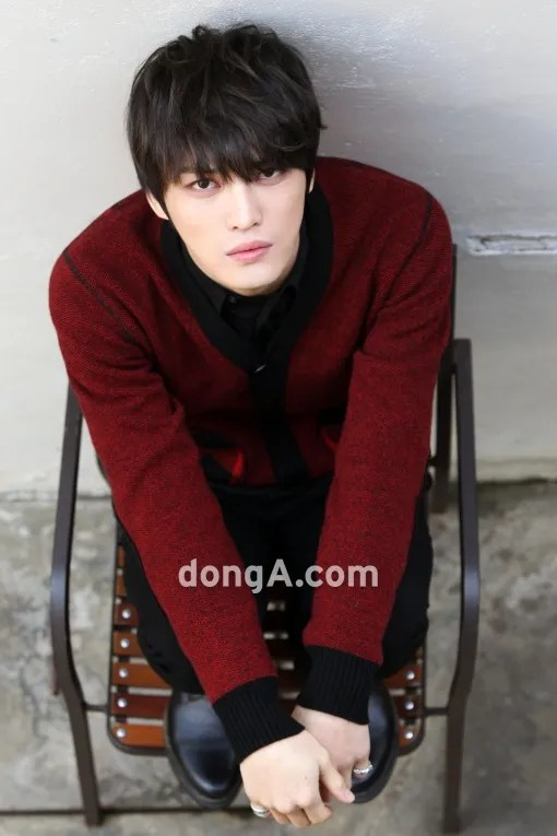 http://s1147.photobucket.com/albums/o550/JYJThree/2012/November/KJJ%20Korean%20Interviews/Donga/?action=view&current=514931382.jpg