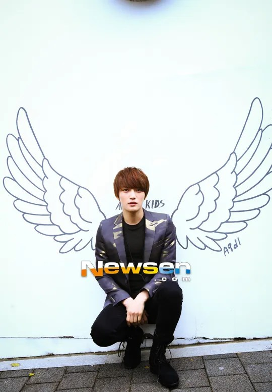 http://s1147.photobucket.com/albums/o550/JYJThree/2012/November/KJJ%20Korean%20Interviews/NEWSEN/?action=view&current=201212051524351110_1.jpg