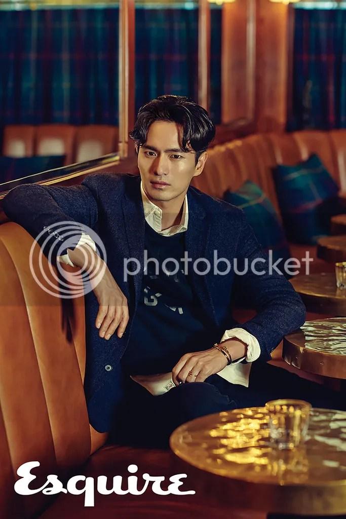Lee Jin Wook para Esquire Corea. 1