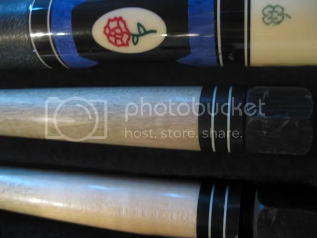 McDermott D-23 Pool Cue with 2 shafts