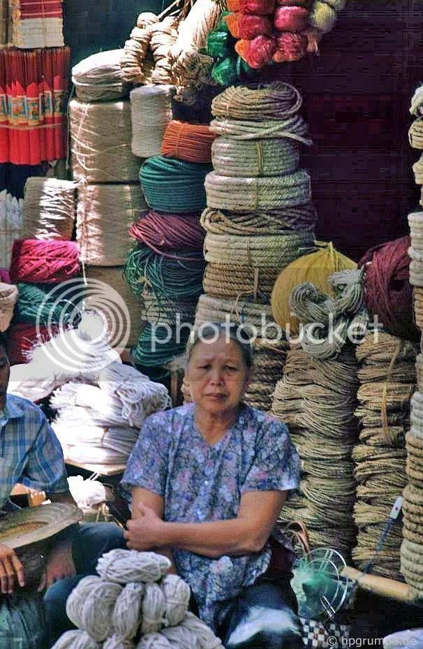 Hà Nội-Altstadt: bán hàng bằng dây thừng