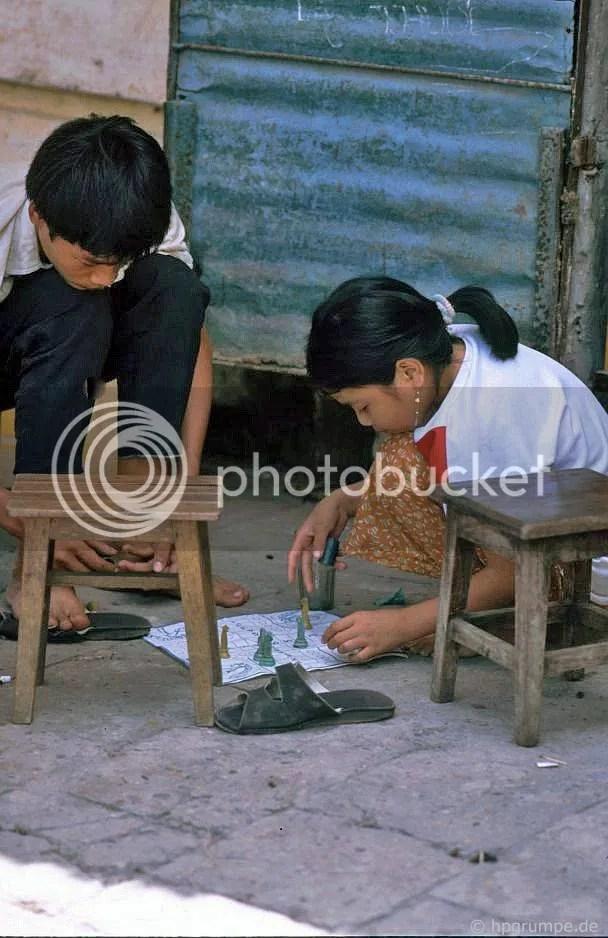 Hà Nội: Trẻ em ở chơi