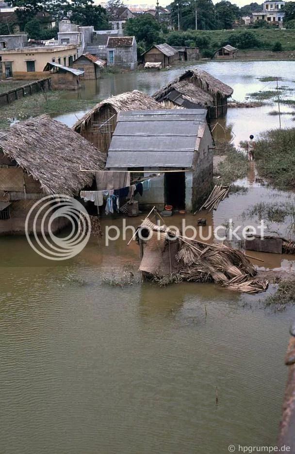 Hà Nội: Nhà ở trên bờ sông Hồng