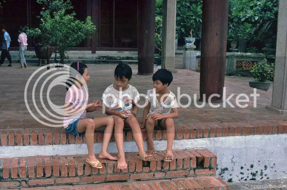 Hồ Hoàn Kiếm - Trẻ em tại chùa Ngọc Sơn: Hà Nội