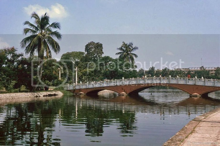 Hà Nội: Cầu ở công viên Lê Nin
