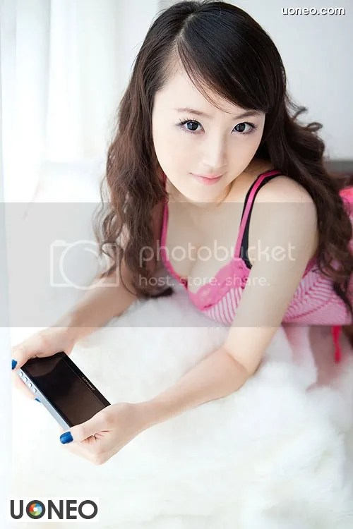 Beautiful China Girl Uoneo Com 11 Beautiful Chinese Girl with Suggestive Phone