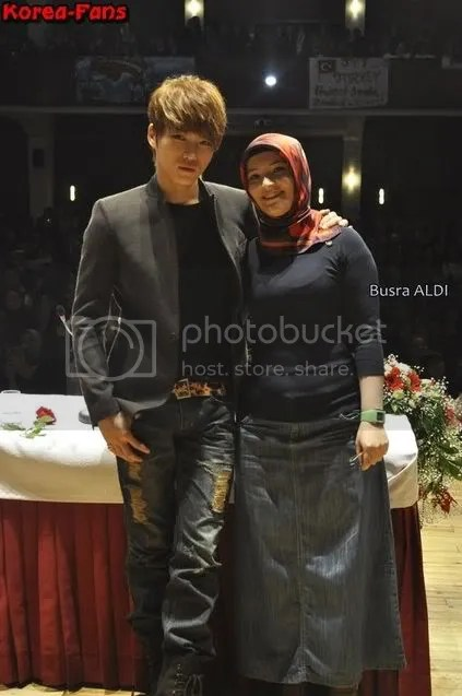 Hình ảnh của Jaejoong(JYJ) với người hâm mộ tại Thổ Nhĩ Kỳ