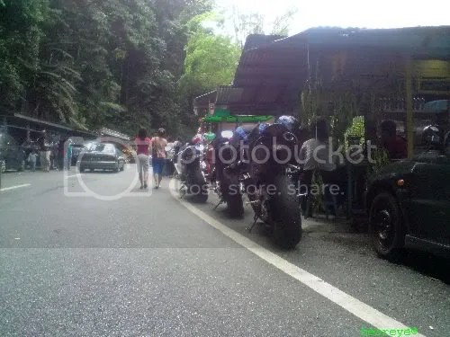 bikes lined up just besides gthe nasi lemak stall
