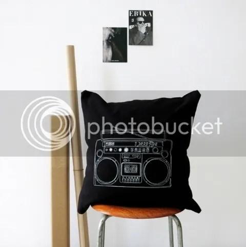 Kissen schwarz Kassettenrecorder Motiv bedruckt 50 x 50 Couchkissen Sofakissen online kaufen Design Rückenlehne