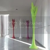 garderobenständer kleiderständer kunststoff bunt weiß grün gelb lila violett diele flur schlafzimmer wartezimmer italienisches wohndesign möbeldesign