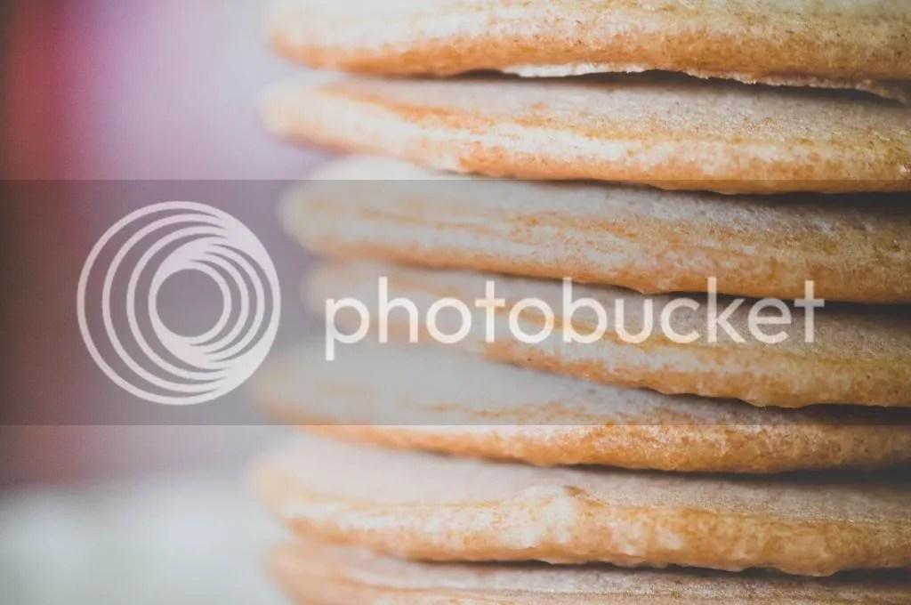 Mini Spelt & Almond Milk Pancakes with Banana Berry Purée