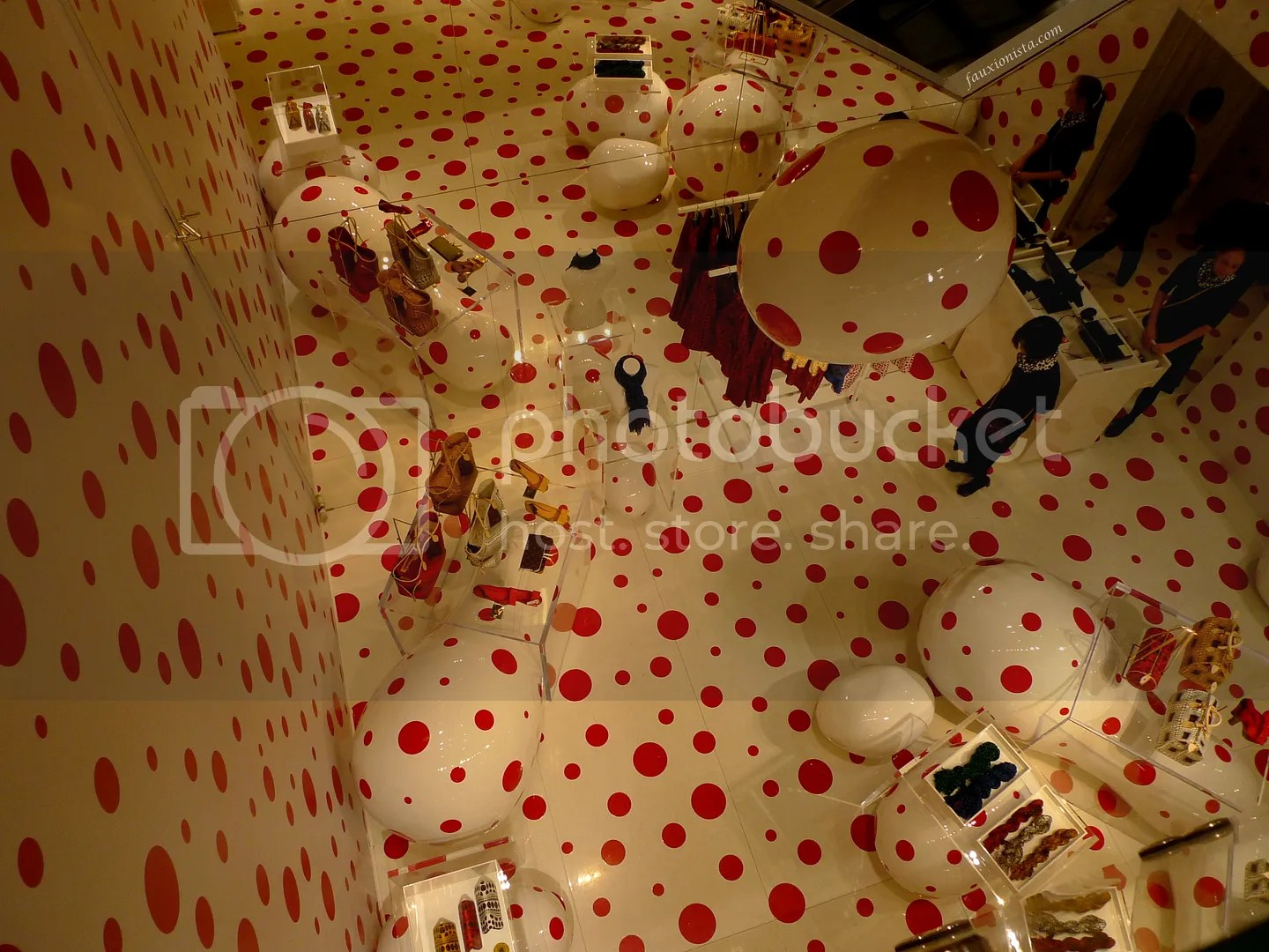 Yayoi Kusama Louis Vuitton Pop-up Store Printemps Paris