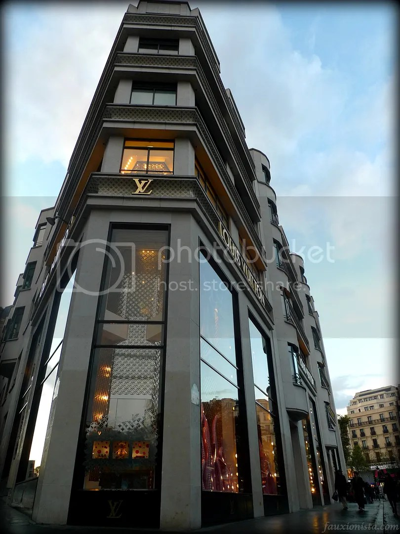 Louis Vuitton Paris Flagship Store Avenue de Champs Elysees