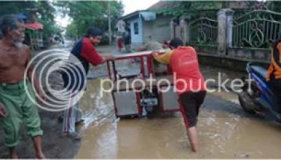 Lubang Besar di Jalan Pundong