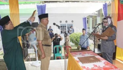 Plt Bupati Subang Imas Aryumningsih Lantik Pjs Kades Kosambi