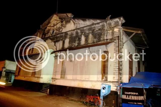 Bangunan Tua di Padang