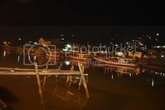 Pelabuhan Tradisional in Padang at night