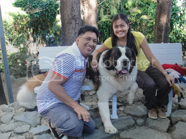 Doglas Baguio Doc picture with tourists