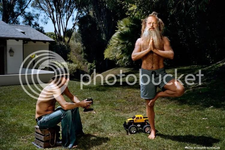 Kid Rock con un coche de juguete y Rick Rubbin meditando