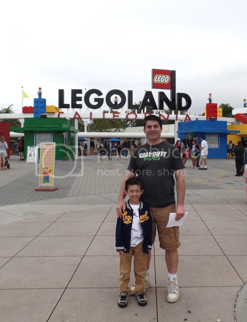 photo Legoland- Grimlock and FH at sign_zpsp2bai0p1.jpg