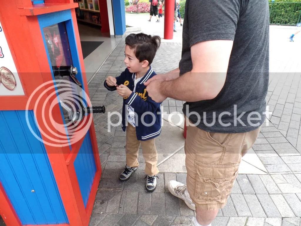 photo Legoland- Grimlock making penny souvenirs_zpsaja1jesf.jpg