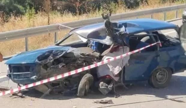 Araba ile motosiklet çarpıştı: 2 meyyit, 2 yaralı 1