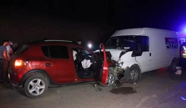 Düzce'de şoförü kalp krizi geçiren araba minibüsle çarpıştı: 1 meyyit 1