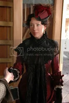 alma garret ellsworth (molly parker)