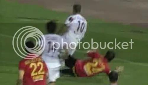 Penalti de Héctor a Luis Fabiano