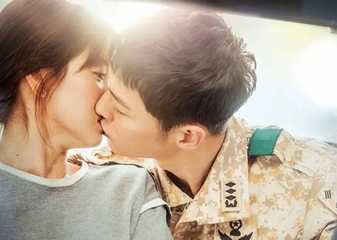 photo Onew-song-joong-ki--jin-goo-kim-ji-won-song-hye-kyo_1456205475_af_org_zpssqs78kzv.jpg