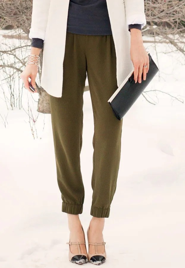 A Closet Full of Clothes blog - drapey slouchy elastic ankle pants