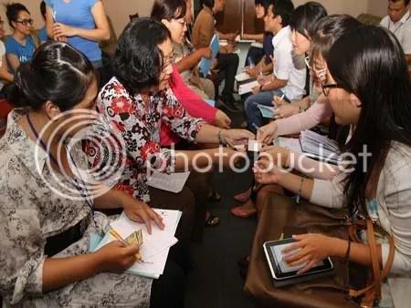 Các tham dự viên hào hứng tham gia phần Kết nối nhanh