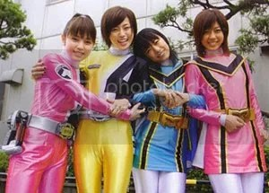 Deka Pink (Kikuchi Mika), Deka Yellow (Kinoshita Ayumi), Magi Blue (Asami Kai) & Magi Pink (Beppu Ayumi)
