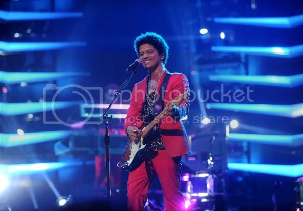 photo BrunoMarsBrunoMarsMoonshineJungleToure-q4NqMvxiql_zps0871fc12.jpg