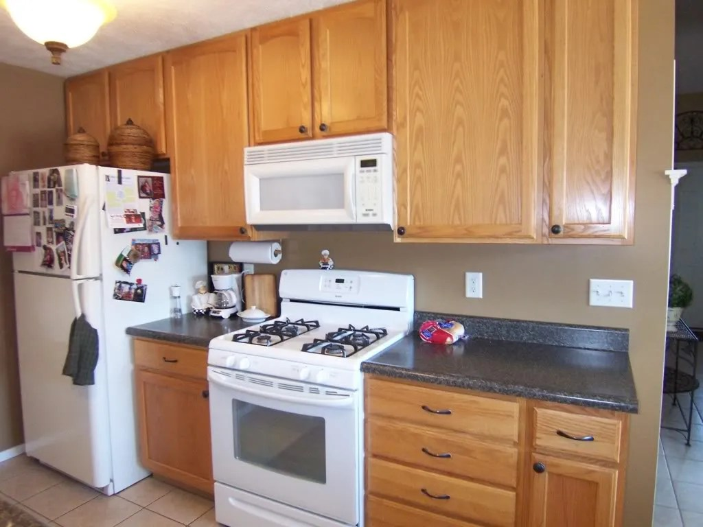 Oak Kitchen Yes You Can Paint Your Oak Kitchen Cabinets Home Staging In