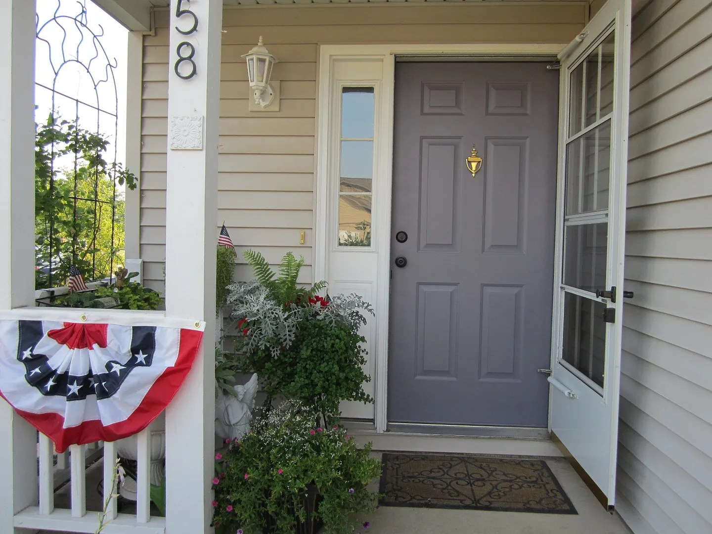 Paint Your Front Door to Boost Curb Appeal / HomeStagingBloomingtionIL