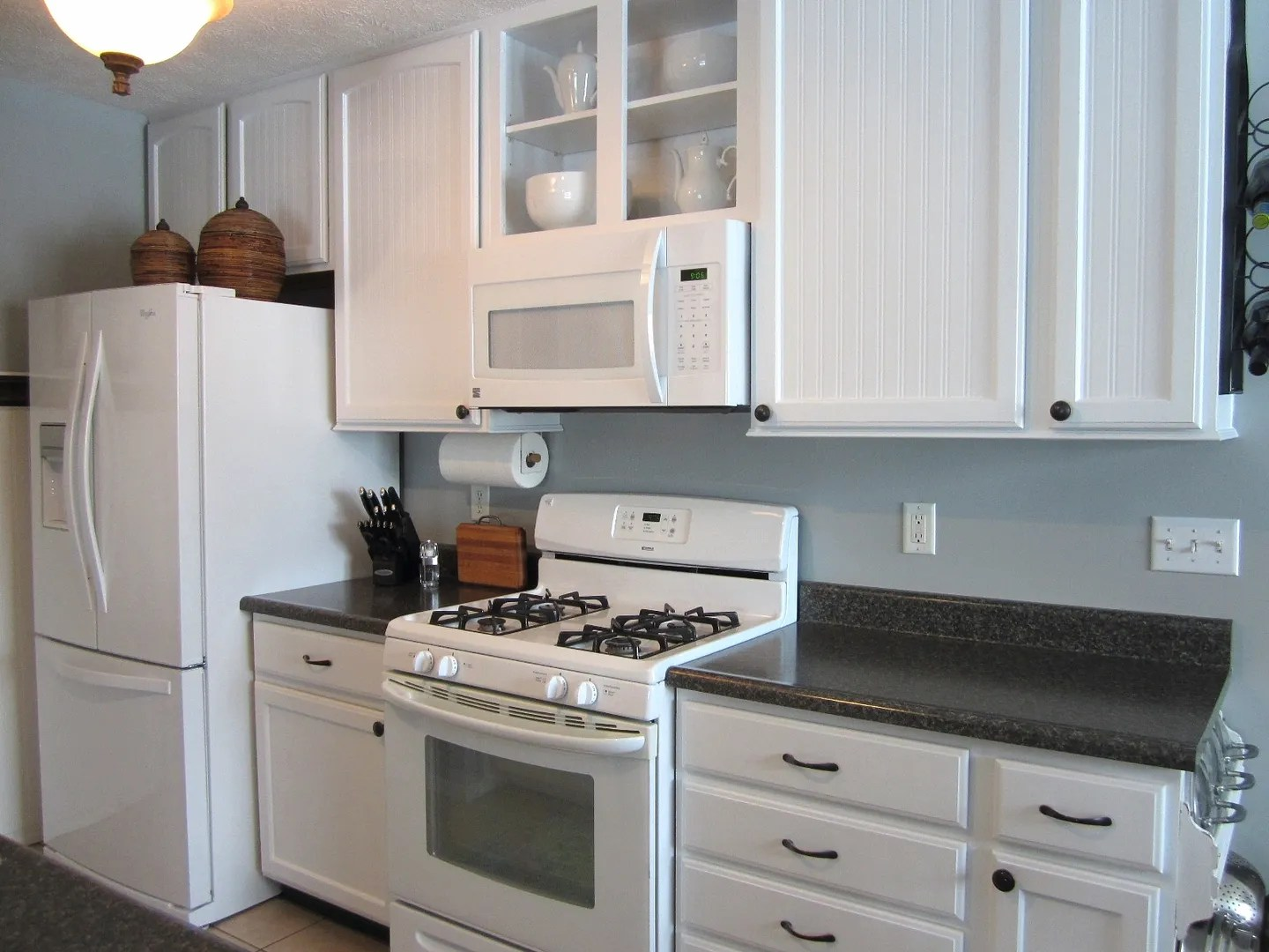 Matching Whites in a Mostly White Kitchen / HomeStagingBloomingtonIL