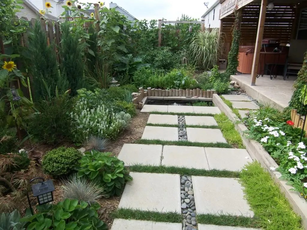 Landscape Design for a Tiny Yard / MyUrbanGardenOasis
