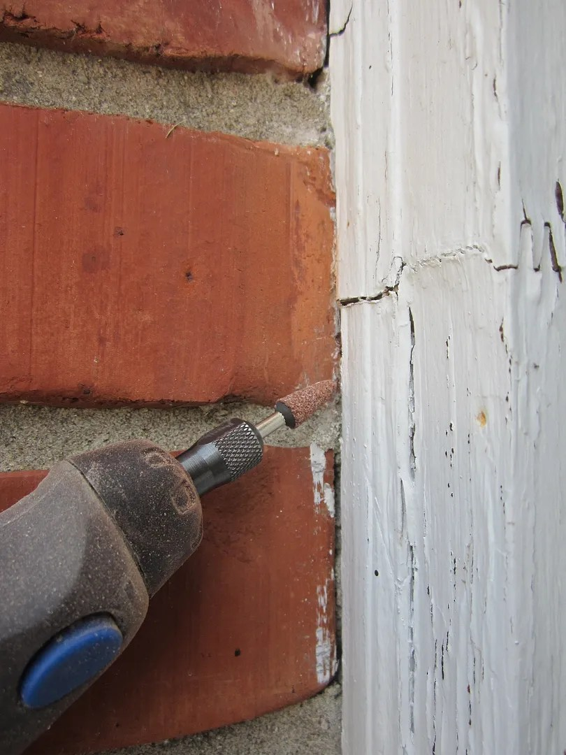 How to Remove Old Paint from Brick/HomeStagingBloomingtonIL.Wordpress.com