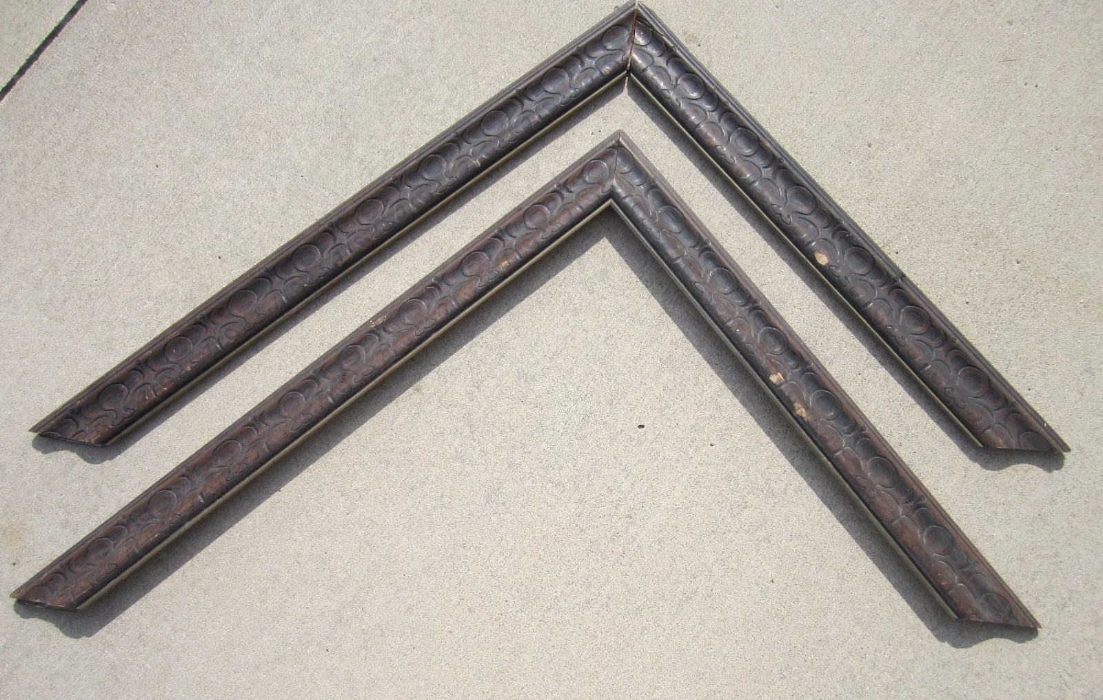 Turn a Vintage Picture Frame Into Decorative Trim ...