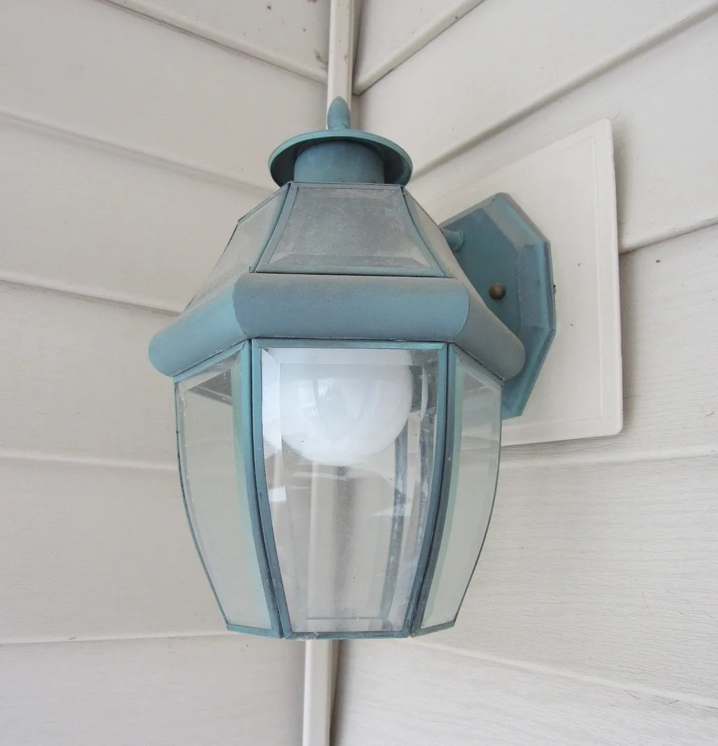 Update Exterior Lights With Spray Paint / HomeStagingBloomingtonIL