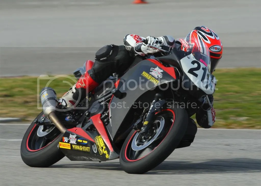 Henning leads a flock of Ninja 250s through Turn 6 at Auto Club Speedway aboard his Werkstatt Racing Honda CBR250R during lap one of the Clubman Expert race. Ari finished the race in third, coming in behind an SV500 and a Moriwaki MD250H. Photo: CaliPhotography
