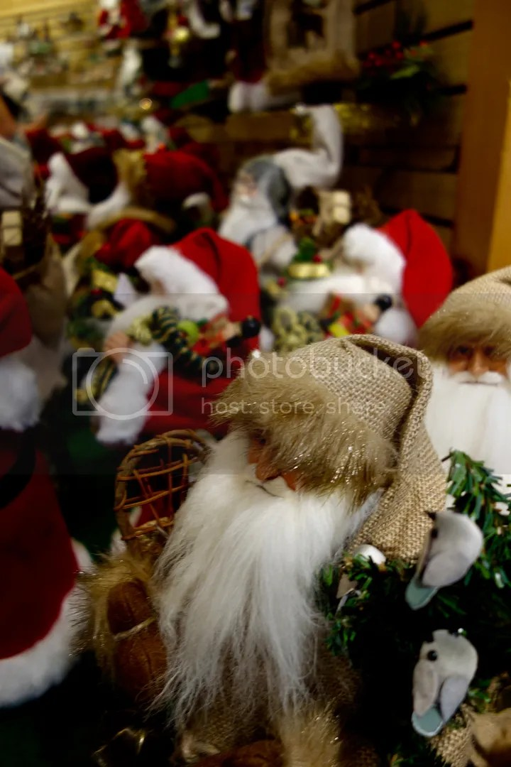 photo Bronners Santas_zpsme6yi5pz.jpg