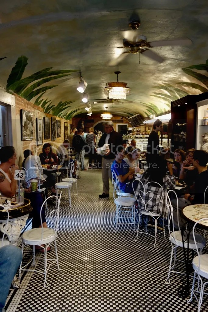 photo Cafe Beignet New Orleans 2_zps6xnh1ghb.jpg