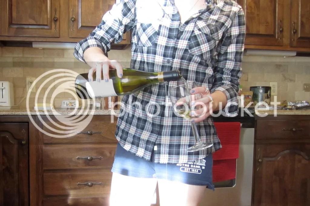 photo Pouring Wine_zpsgccsmqjo.jpg