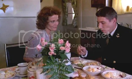 """Grace Zabriskie y Richard Gere en """"Oficial y caballero"""" (""""An Officer and a Gentleman"""", 1982)"""