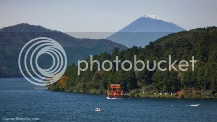 Vista del lago Ashi con el Monte Fuji al fondo (Japón). Guía para subir al Fuji (japon-secreto.com)